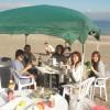 暖かい三浦海岸秋の休日バーベキュー