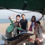 今日も真夏の三浦海岸は楽しいBBQ