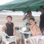 曇り空でも楽しい友人が集まれば楽しい海遊びとBBQ